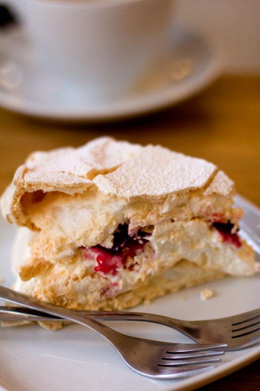 Tort bezowy w Kubek w Kubek