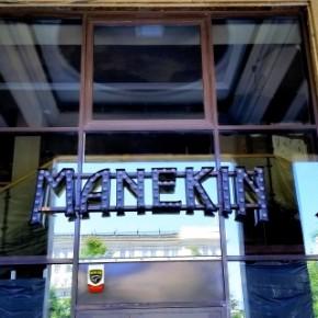 Manekin - plac Konstytucji - już wkrótce otwarcie